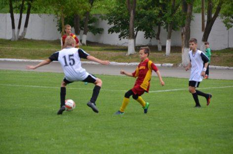 Юные футболисты Сальска сыграли с песчанокопскими спортсменами