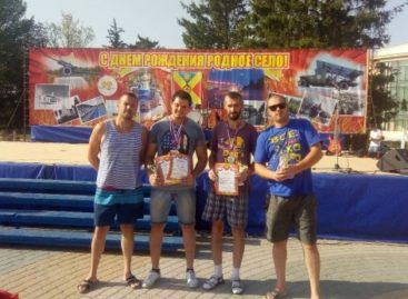 Сальские силачи выступили в Песчанокопском