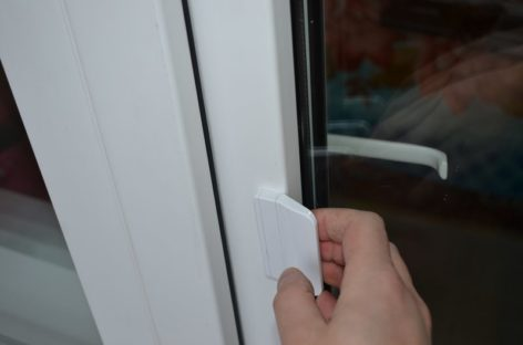 В Сальске через балконную дверь грабители вынесли стиральную машинку и телевизор