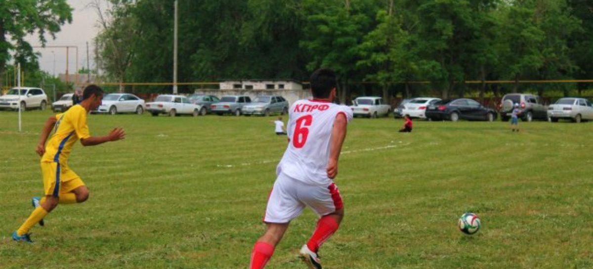 Футболисты сыграли шестнадцатый тур районного чемпионата