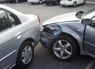 В Сальске при столкновении автомобилей пострадала девочка-пассажир