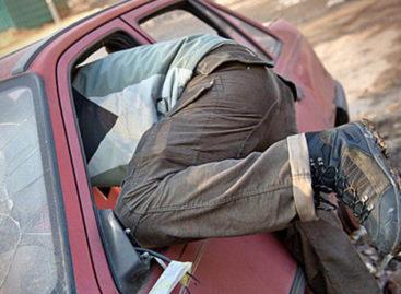 В Сальском районе задержали подозреваемых в краже имущества из автомобиля