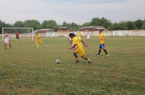 Лидеров чемпионата Сальского района по футболу наградили на закрытии сезона