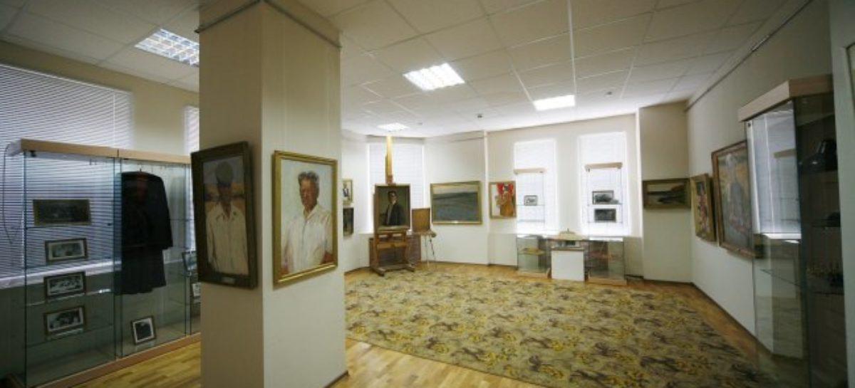 Выставка «Судьба В. Нечитайло – частица судьбы города Сальска» в художественном музее