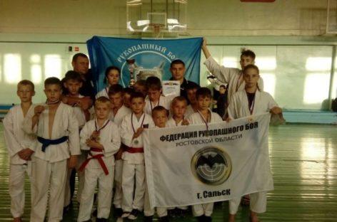 Ученики сальского спортивного клуба «Боец» привезли из Волгодонска 13 медалей