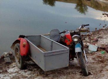 В селе Шаблиевка Сальского района перевернулся и погиб мотоциклист