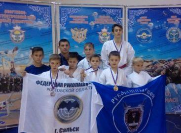 Сальские рукопашники успешно выступили в Калмыкии
