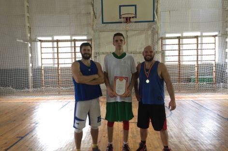 Сальчане взяли «серебро» в турнире по стритболу