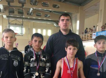 Борцы Сальского района успешно выступили на открытом областном турнире