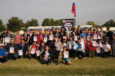 В Сальске прошли первые соревнования по экстремальной гире «Донской трехпудовик»