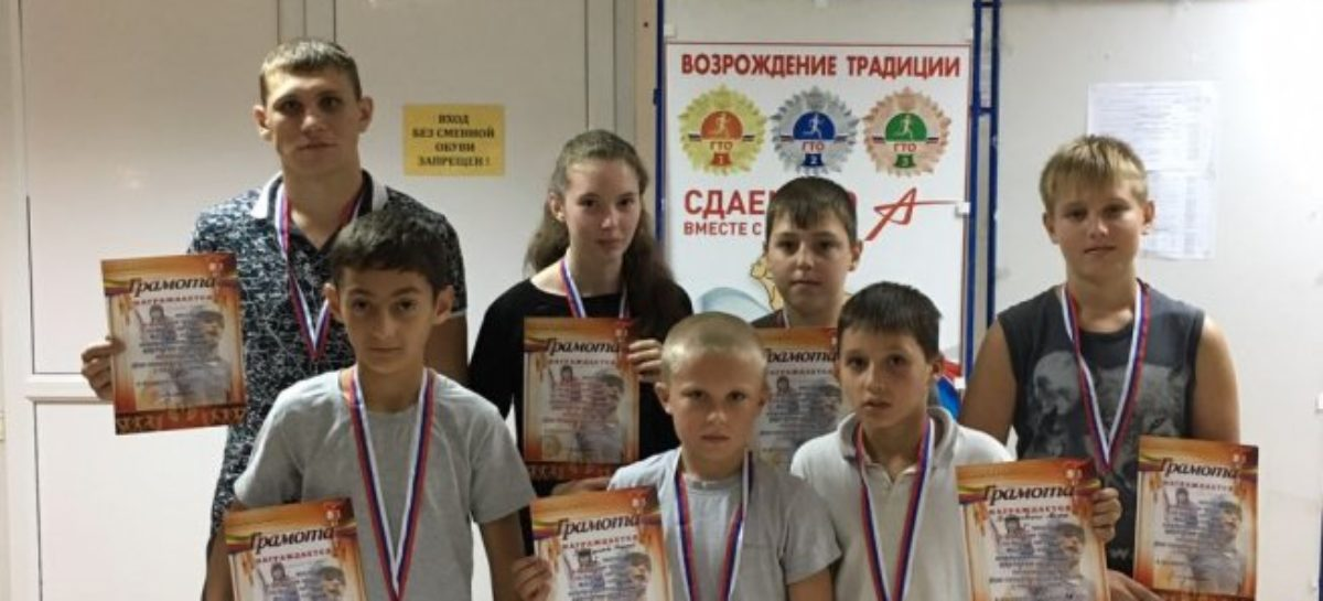 Медали из Суворовской привезли сальские боксеры