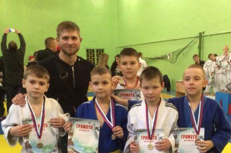Сальские дзюдоисты привезли пять наград из Волгограда
