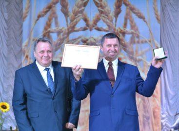 Работники полей и ферм отметили профессиональный праздник