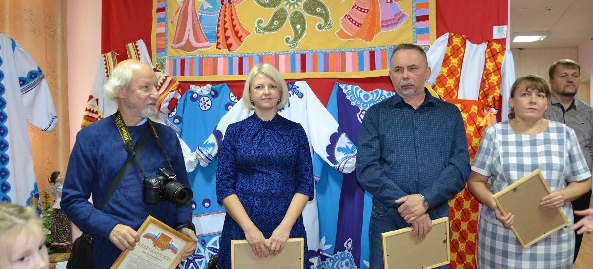 Сальские художники показали свои работы в селе Песчанокопском