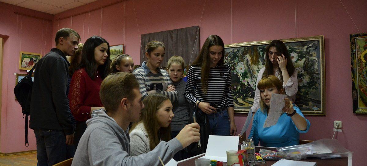 В «Ночь искусств» сальчане слушали музыку и рисовали кляксы
