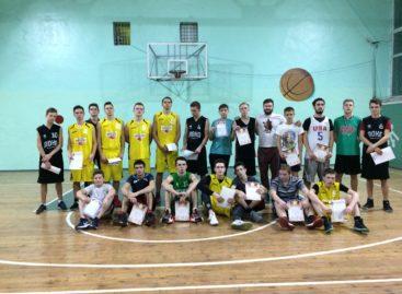 Сальские баскетболисты сыграли за здоровый образ жизни