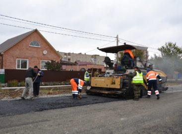 В Сальске, на улице Одесской, завершается строительство дороги