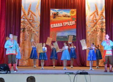 На сцене районного Дворца культуры пройдет концерт в честь сальских аграриев