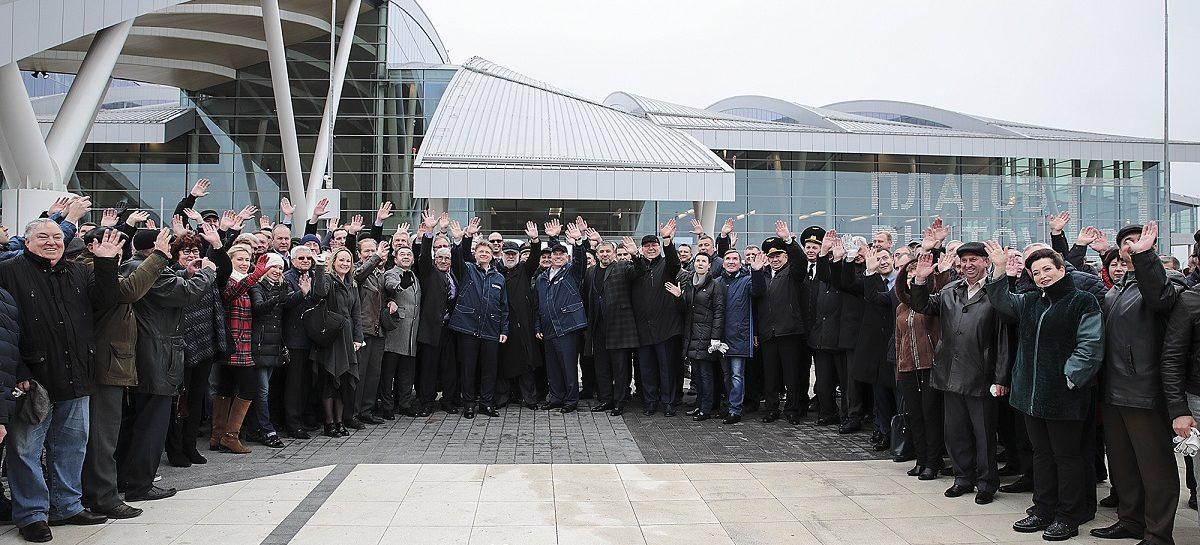 Сальчане приняли участие в озеленении территории аэропорта «Платов»