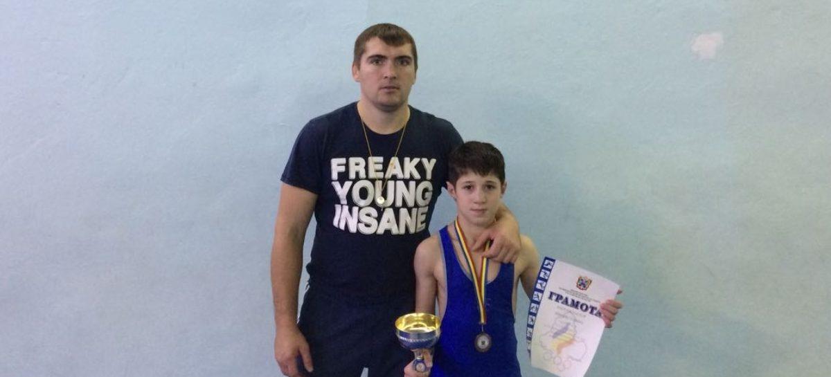 Борец из Сальского района взял «серебро» в Ростове