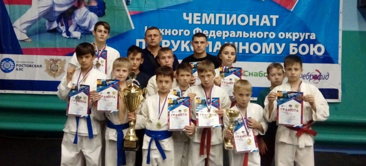Сальский «Боец» завоевал медали и кубок за лучший Гимн в Волгодонске