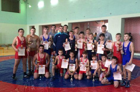 Гигант принял областной турнир по греко-римской борьбе