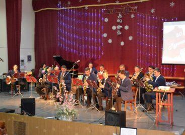 Муниципальный духовой оркестр дал юбилейный концерт ко своему 50-летию