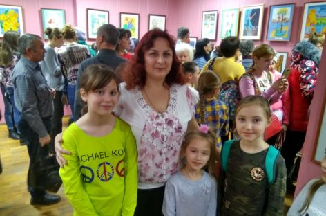 Выставка учеников ДХШ «Калейдоскоп» открылась в художественном музее