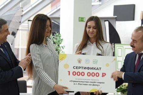 Сальчанок наградили за победу в конкурсе студенческих инициатив
