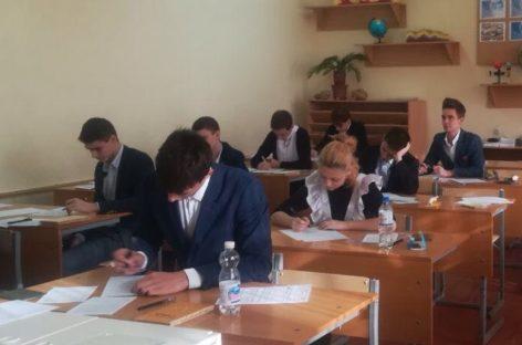 Сегодня 407 сальских выпускников пишут итоговое сочинение