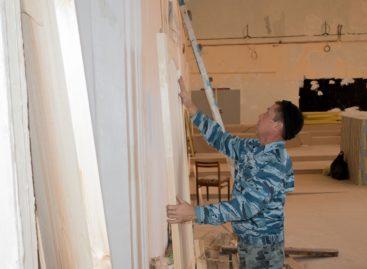 В Сальском РДК ремонтируют кинозал