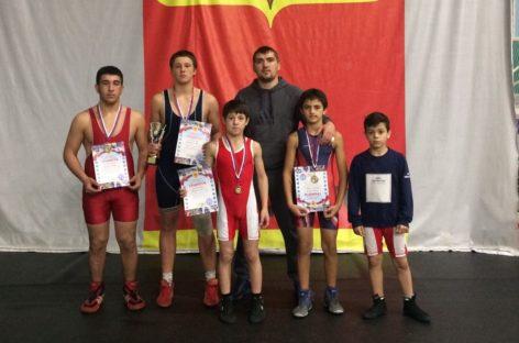 Гигантовские борцы завоевали четыре медали в Волгодонске