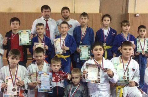 Сальские дзюдоисты привезли 24 медали из Пролетарска