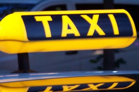 Сальский таксист принял роды на трассе