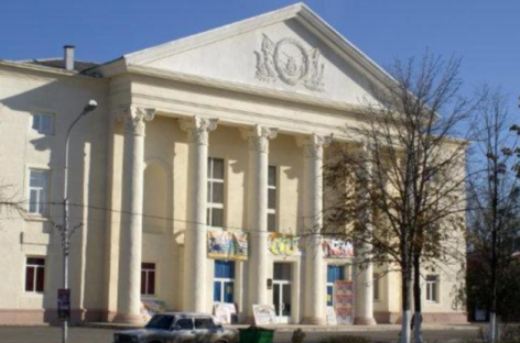 Бальные танцы покажут на сцене РДК 23 декабря