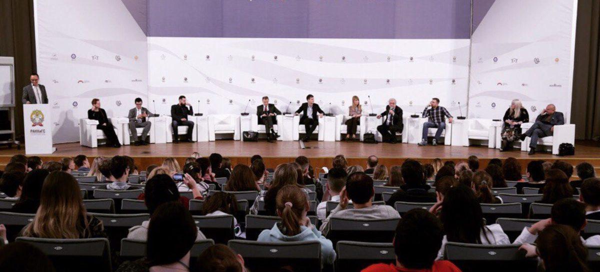 Школьницы Сальского района поучаствовали в разработке стратегии развития страны в Москве