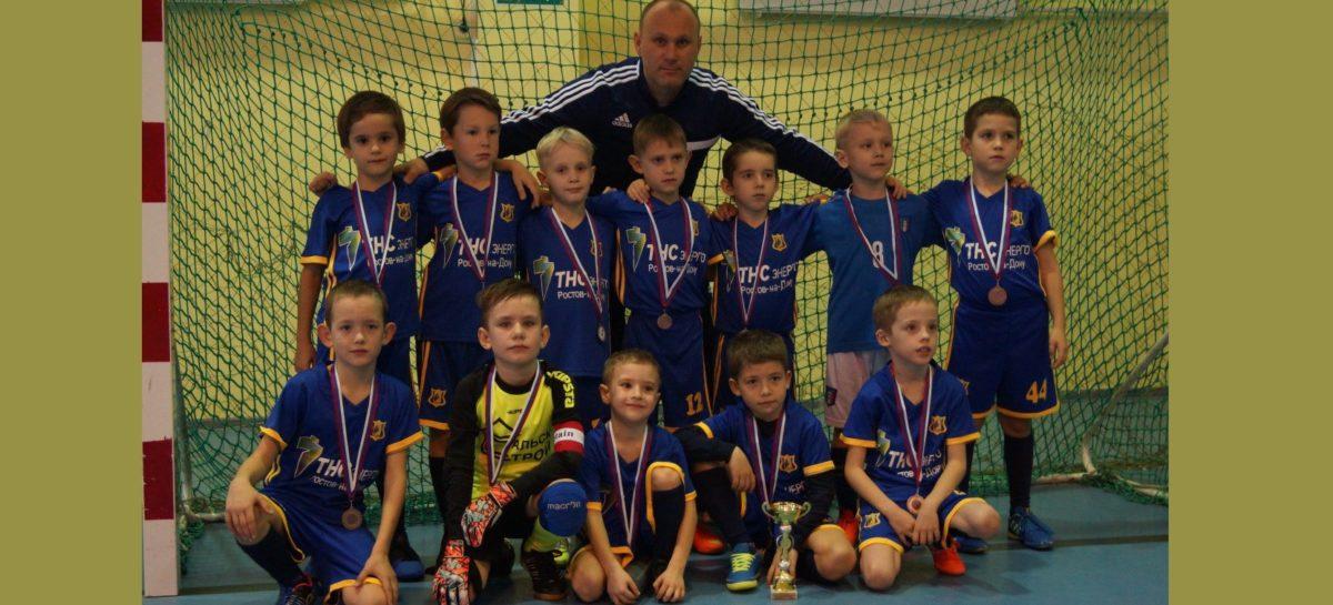 Юные сальские футболисты одержали еще две победы в Ростове