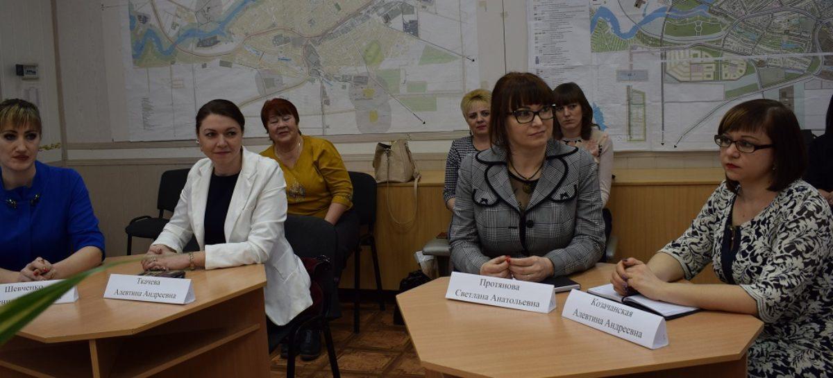 Шесть лучших педагогов Сальского района дискутировали о проблемах образования