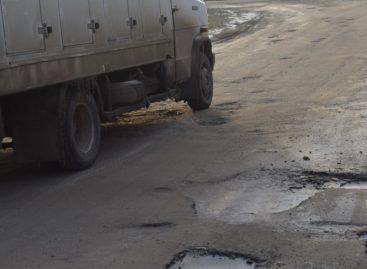 В Сальске хронически не хватает денег на ремонт дорог