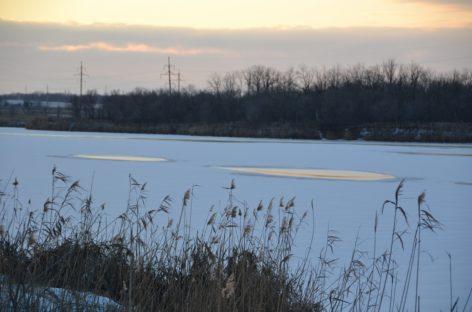 На неокрепший лёд сальской реки восьмилетний мальчик вышел с разрешения отца