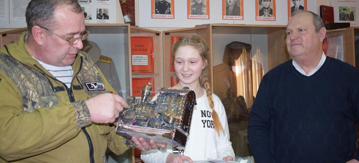 В Сальске детям и подросткам предложили сделать игрушку к 23 февраля