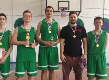 Сальчане обыграли песчанокопских баскетболистов на их же площадке