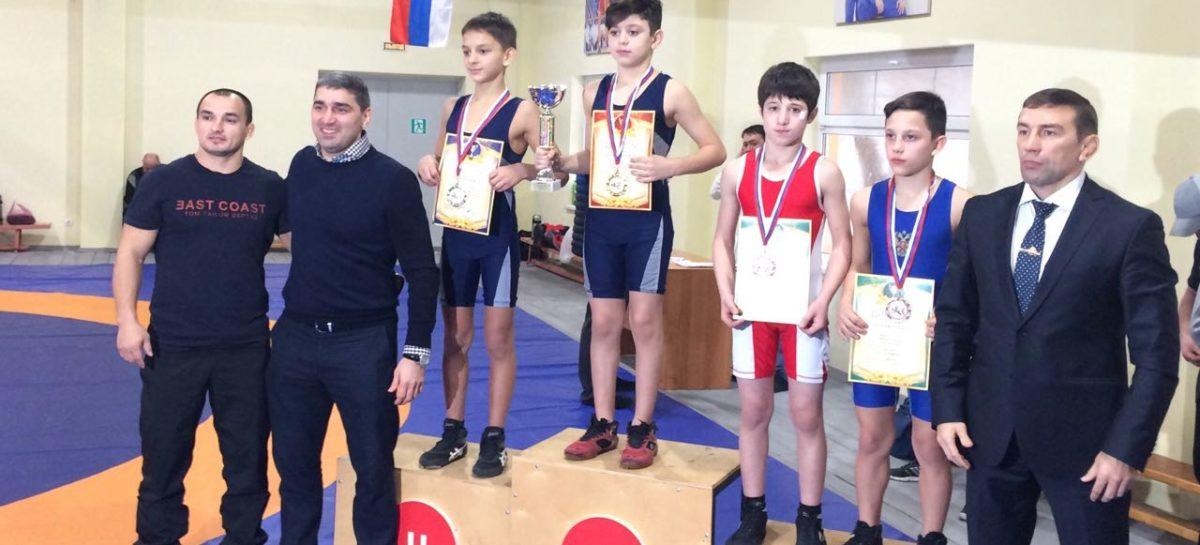 Борец Сальского района стал третьим на турнире в Аксае