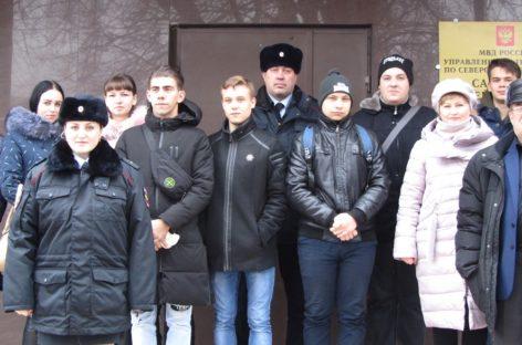 Сальские студенты познакомились с работой транспортной полиции