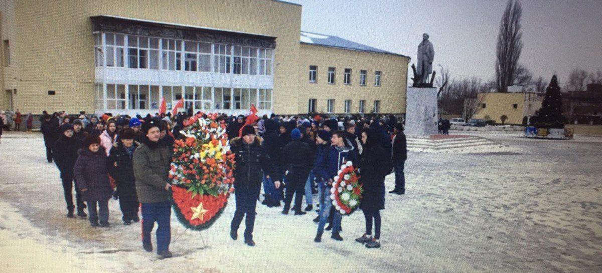 Гигантовцы почтили память бойцов, освободивших поселок в 1943 году