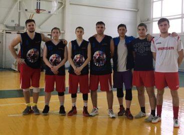 Сальский баскетбол: спортсмены «Русича» обыграли соперников из Песчанокопского района