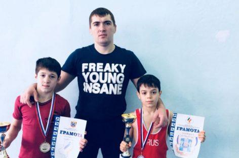 Гигантовские борцы завоевали медали в Каменске-Шахтинском