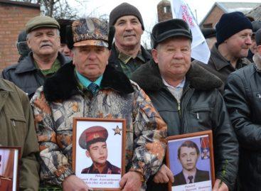 В День воина-интернационалиста в Сальске на площадь Свободы вышел «Бессмертный взвод»