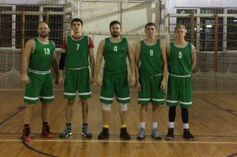 Баскетбол: сальский «Русич» обыграл «Весёлых ребят»
