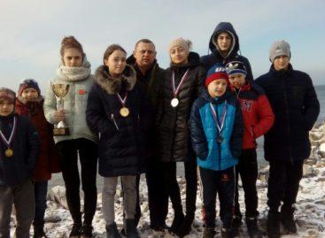 Сальские рукопашницы завоевали две путевки на первенство России